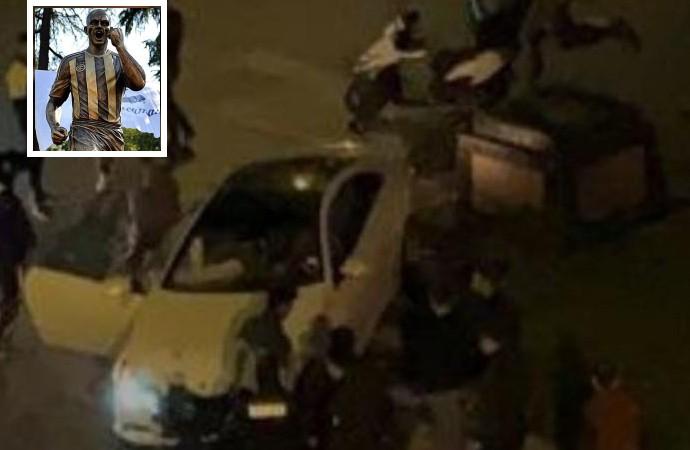 Alex de Souza heykeline araba çarptı!