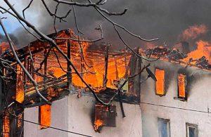 Ankara'da, 3 katlı ahşap evde yangın