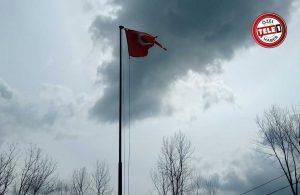 Kur'an kursunun önündeki Türk bayrağı görenlerin içini sızlattı