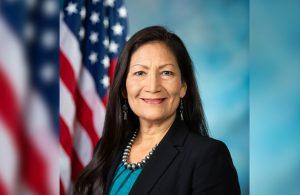 Senatodan onay çıktı: Deb Haaland ABD'nin ilk yerli bakanı oldu