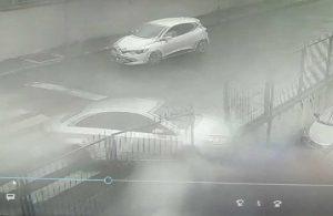 Kaza yapan otomobil park halindeki araçların üzerine düştü