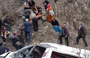Öğrenci ve işçileri taşıyan minibüs, uçurumdan yuvarlandı: 2 kardeş öldü, 27 yaralı