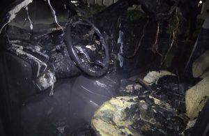 Sultangazi'de otomobil alev alev yandı: Trafik durdu