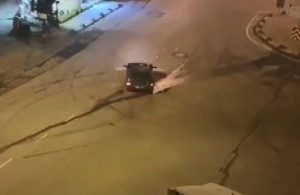 Boş caddede yapılan drift kazayla sonuçlandı