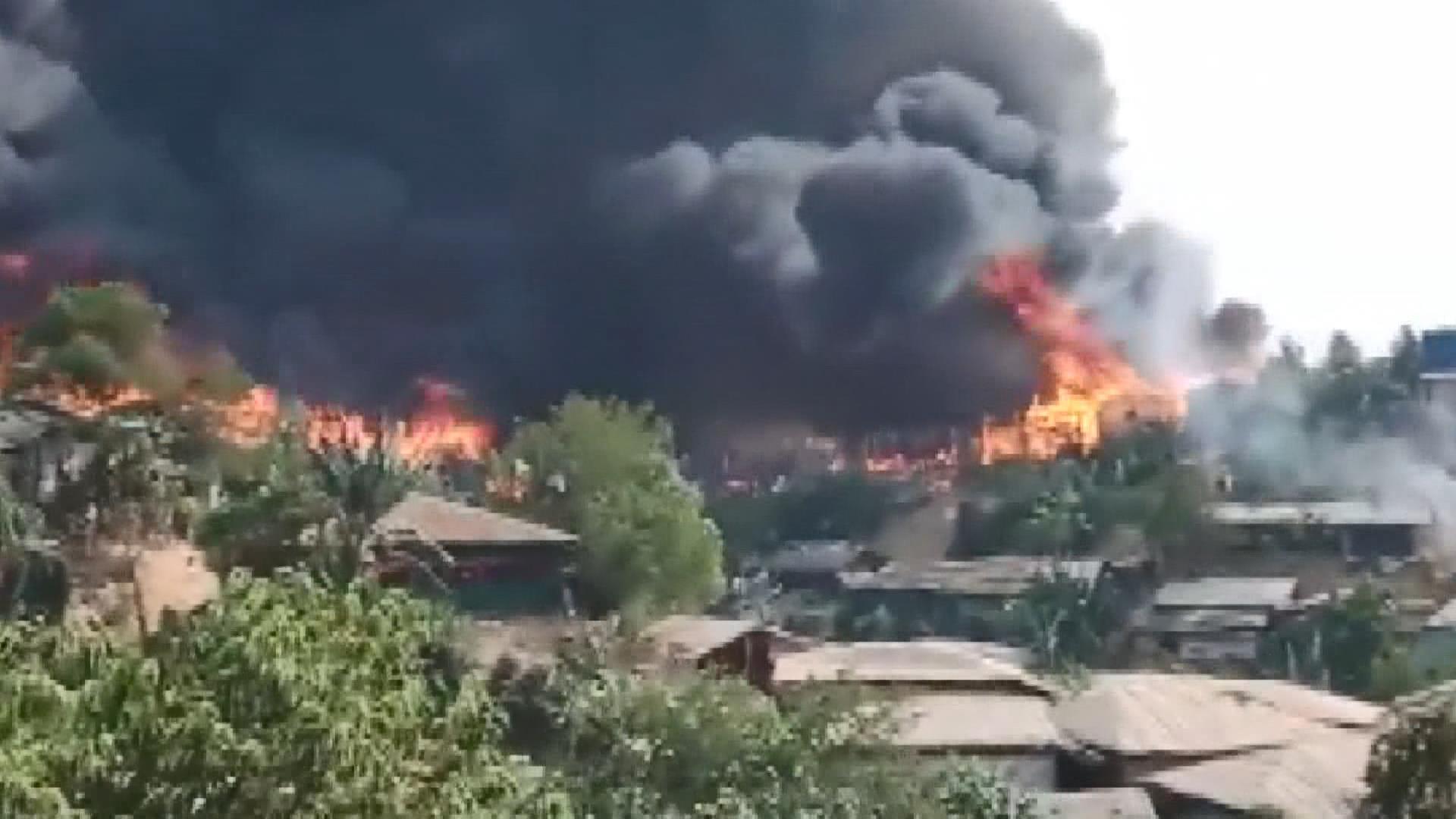 Bangladeş'teki Rohingya mülteci kampında yangın - Tele1