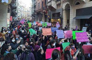 8 Mart Feminist Gece Yürüyüşü'ne katılan kadınlar ev baskınıyla gözaltına alınıyor!