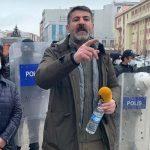 Milletvekiliyle röportaj yapmak isteyen gazeteciye polis engeli
