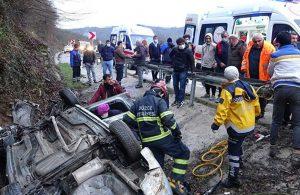 Otomobil şarampole yuvarlandı, kurtarma çalışmalarını izleyenler canlı yayın yaptı: 2 yaralı