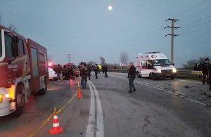 Otobüs ile otomobil çarpıştı: 3 ölü, 10 yaralı
