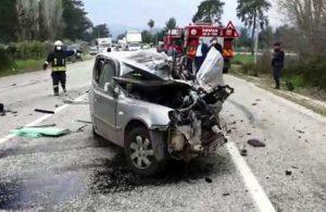 Fethiye'de otomobil, TIR'ın altına girdi: 5 kişi hayatını kaybetti