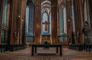 Fransa'daki kiliselerde 10 bin çocuk istismar edildi iddiası