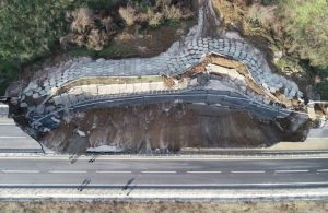 Limak tarafından yapılan yolda 85 metrelik göçük!