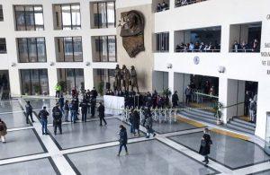 Bakırköy Adliyesi'nde bir mübaşir yaşamına son verdi