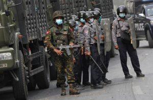 Myanmar'da en kanlı gün: Yüzlerce protestocu öldürüldü