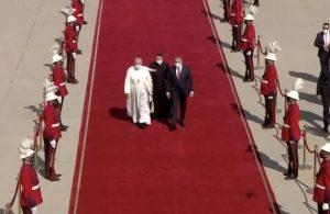 Papa Francis tarihi ziyaret için Irak'ta