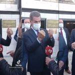 Sarıgül, partisinin şarkısına eşlik etmeye çalışıyor: El hareketleri viral oldu