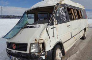 Aksaray'da servis aracı kaza yaptı: 18 yaralı