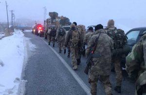 Helikopter kazası sonrası Savunma Bakanı Akar, komutanlarla beraber bölgeye gitti