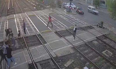 Tren raylarında sokak kavgası