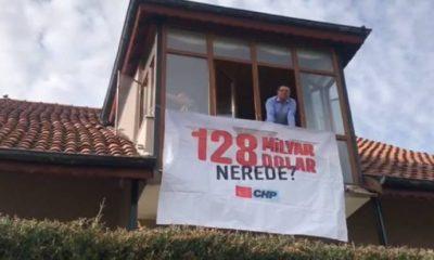 CHP'li vekil evine '128 milyar dolar nerede?' pankartı astı