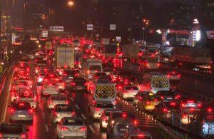 İstanbul'da kısıtlama öncesi trafik durdu