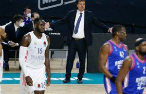 Anadolu Efes Final Four şansını son maça bıraktı