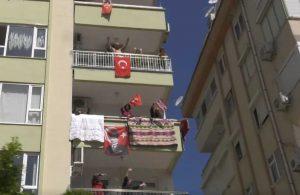 Konyaaltı'nda 23 Nisan coşkusu balkonlara taştı