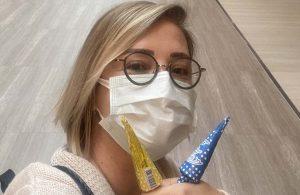 Sosyal medya Berna Laçin'in basın kartı ile aşı olmasını tartışıyor