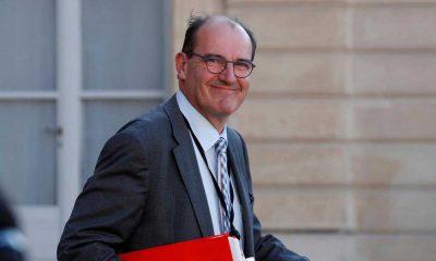 Eşi görülmemiş eylem! Fransa Başbakanı Castex'e iç çamaşırı 'yağdı'