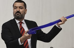HDP'li Milletvekili, Erdoğan'ı hortumcu ilan etti