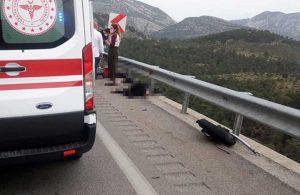 Motosiklet bariyerlere çarptı! 2 kişi hayatını kaybetti