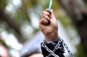 AYM, gazete ve TV'leri kapatan OHAL KHK'sini iptal etti