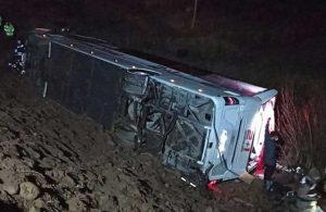 Sivas'ta yolcu otobüs devrildi: 18 yaralı