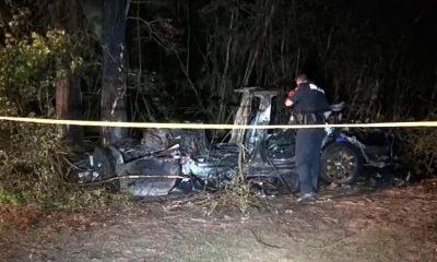 Sürücüsüz Tesla alev aldı: İki kişi yanarak öldü