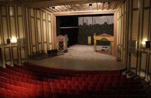 Özel tiyatrolara yardıma pandemi ayarı