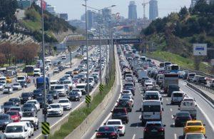 82 saatlik kısıtlama öncesi trafik kitlendi