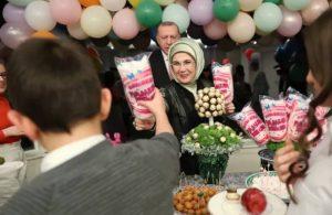 Gündüz virüs uyarısı yapan Erdoğan, akşam çocuklarla iftar yaptı