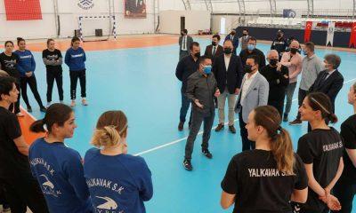 Başkan Aras'tan Yalıkavakspor'a moral ziyareti