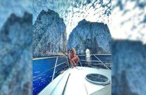 Can Yaman'dan Capri'de aşk pozları