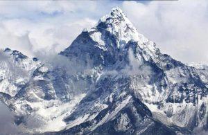 Dünyanın en yüksek dağına tırmanmak isteyen 2 dağcı hayatını kaybetti