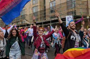 17 Mayıs 1990: WHO, eşcinselliği hastalık listesinden çıkardı