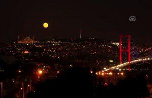 İstanbul'da Kanlı Ay'ı görenler büyülendi!