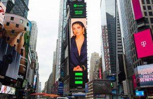 'EQUAL' projesi kapsamında Melike Şahin, Times Meydanı'nda
