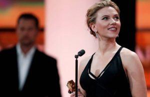 Scarlett Johansson'dan Altın Küre'den çekilme çağrısı