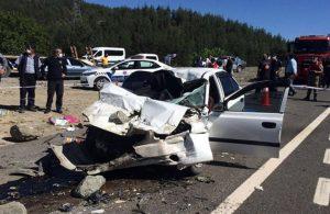Otomobil kamyona çarptı: Aynı aileden 4 ölü