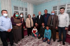 Kılıçdaroğlu linç girişiminde kendisine evlerini açan aile ile iftar yaptı