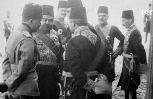 TRT'nin Osmanlı arşivi: Türbe önünde eller arkada