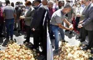 Akşener'in Hatay ziyaretinde çiftçi soğanını yere döktü
