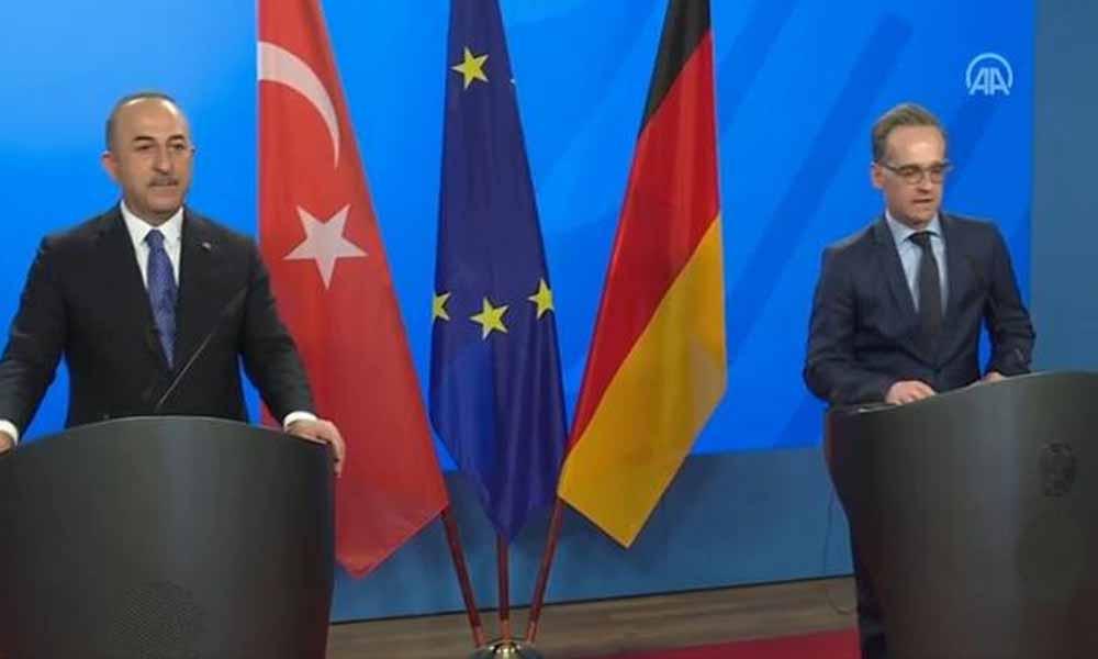Çavuşoğlu Almanya'ya garanti verdi: Turistin görebileceği herkesi aşılayacağız