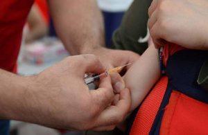 Enzo bebek 'korona aşısı yapılan en küçük insan' oldu